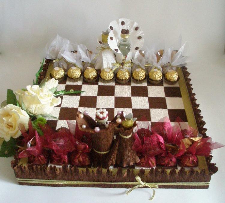 Шахматная доска из конфет своими руками 13