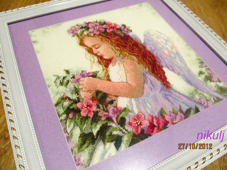 Вышивка крестом ангел цветочный 54