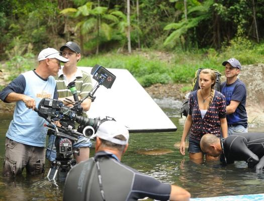 H2o: just add water - behind the scenes photo of phoebe tonkin  cleo massey
