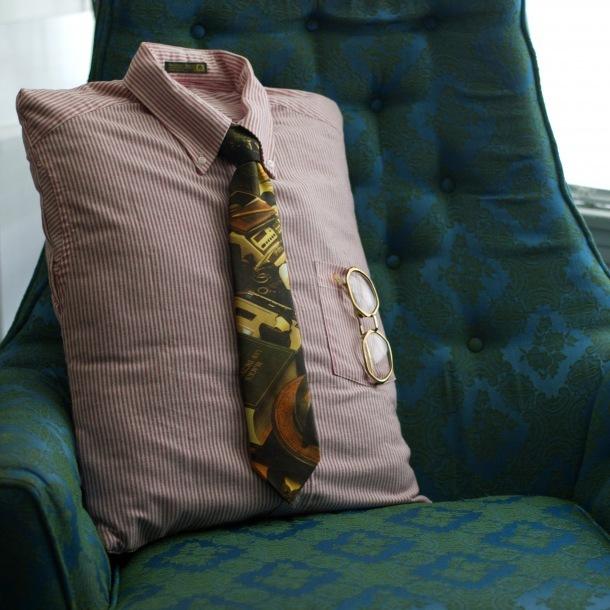 Подушки из мужских рубашек 4