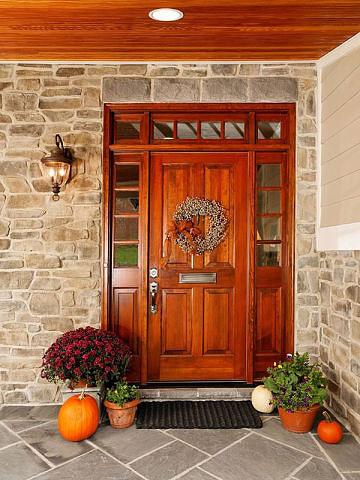 красивые входные двери в домах